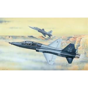 Kit de construit avion T38C Talon 1/48