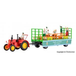 Kit de construit tractor LANZ cu remorca si 6 figurine