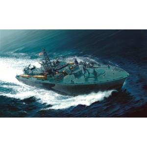 Kit de construit nava de razboi ELCO 80' PT - 596 TORPEDO BOAT cu 10 figurine, 1:35